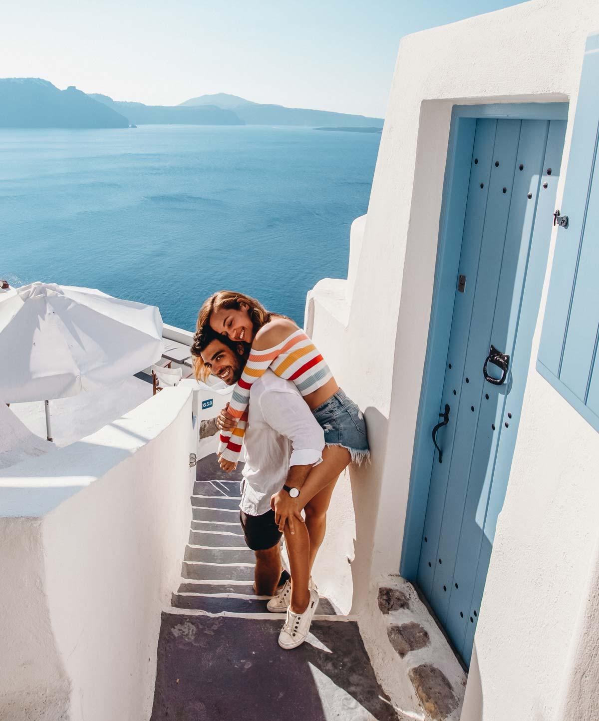 santorini-oia-travel-couple