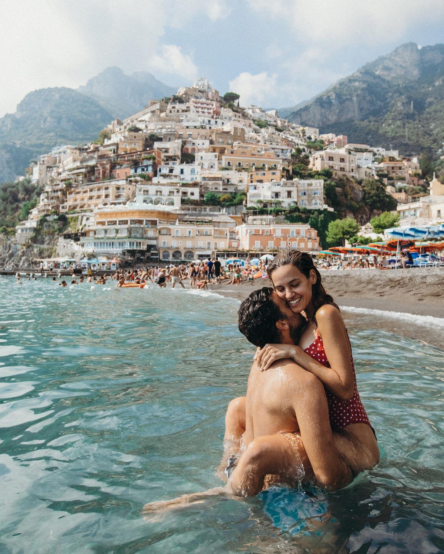 positano-italy-romantic-couple-view