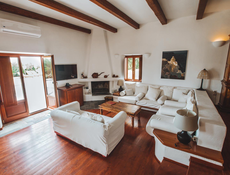 aquaria-villa-santorini-living-room