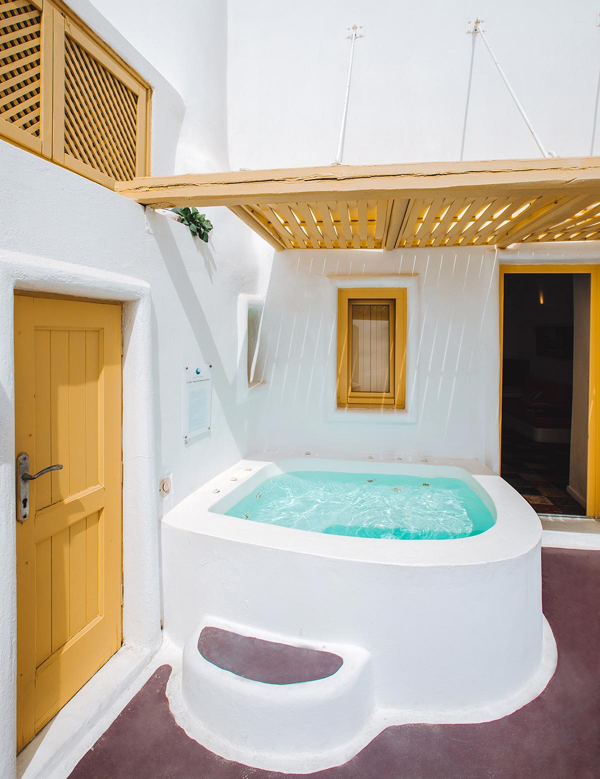 dreams-luxury-suites-private-jacuzzi
