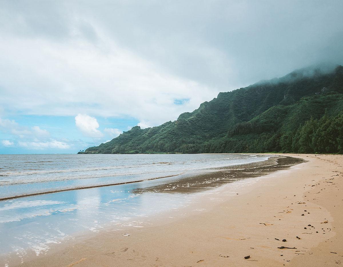 kahana-bay-beach-oahu-best-beaches