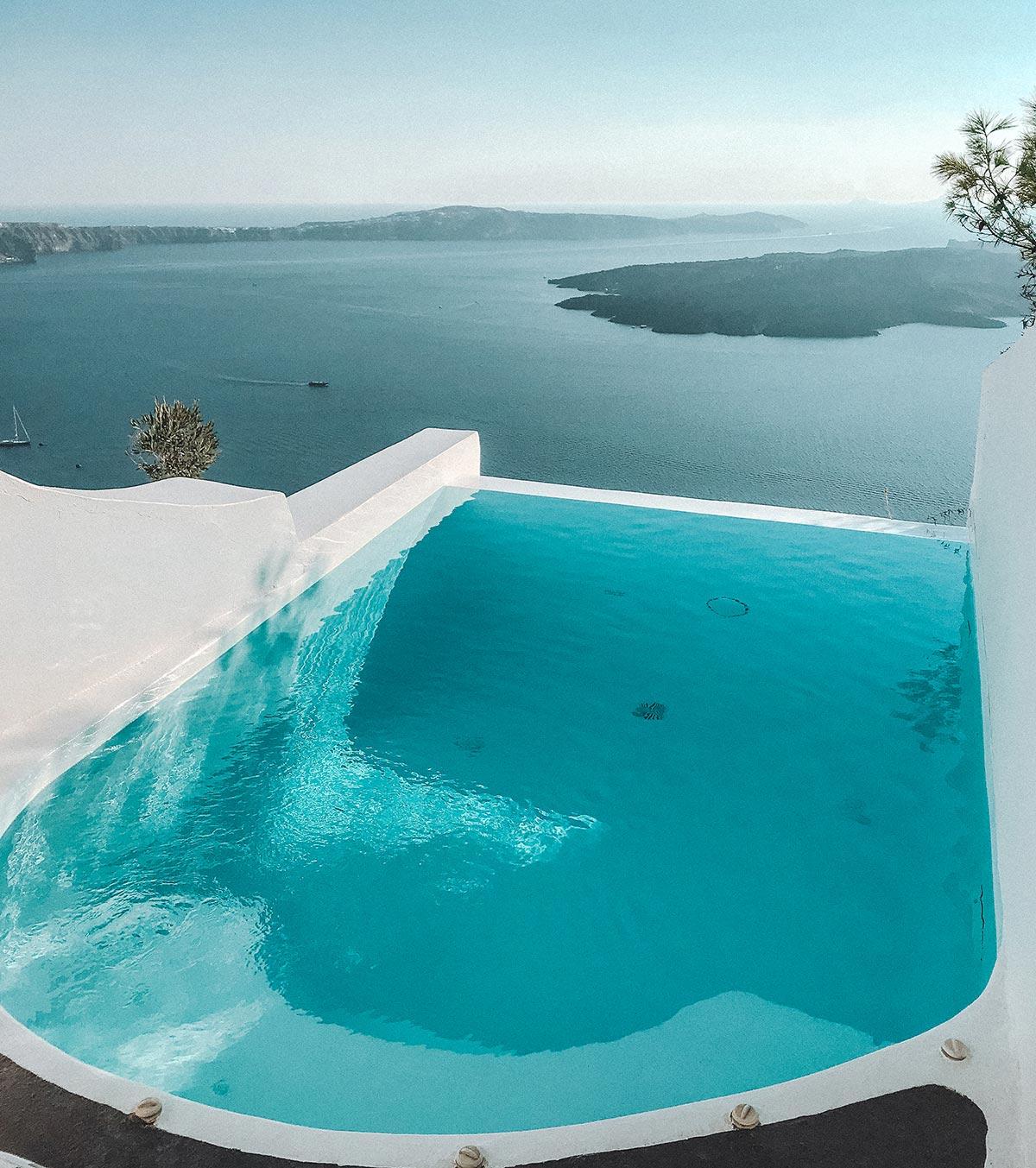 pool-dreams-santorini-oia