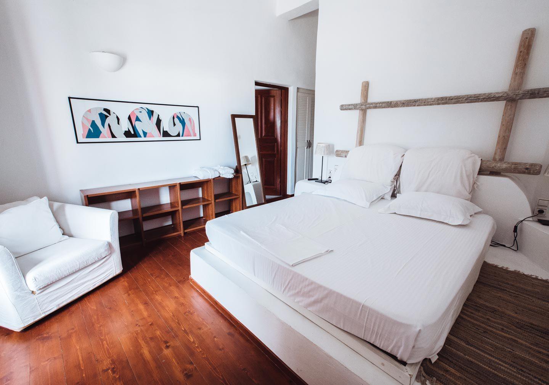 aquaria villa santorini bedroom