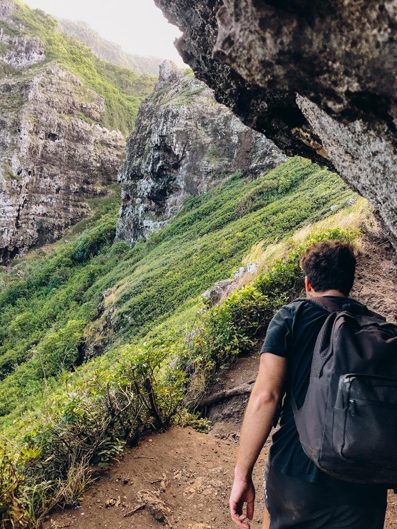 crouching-lion-hike-cliffs-drop-offs