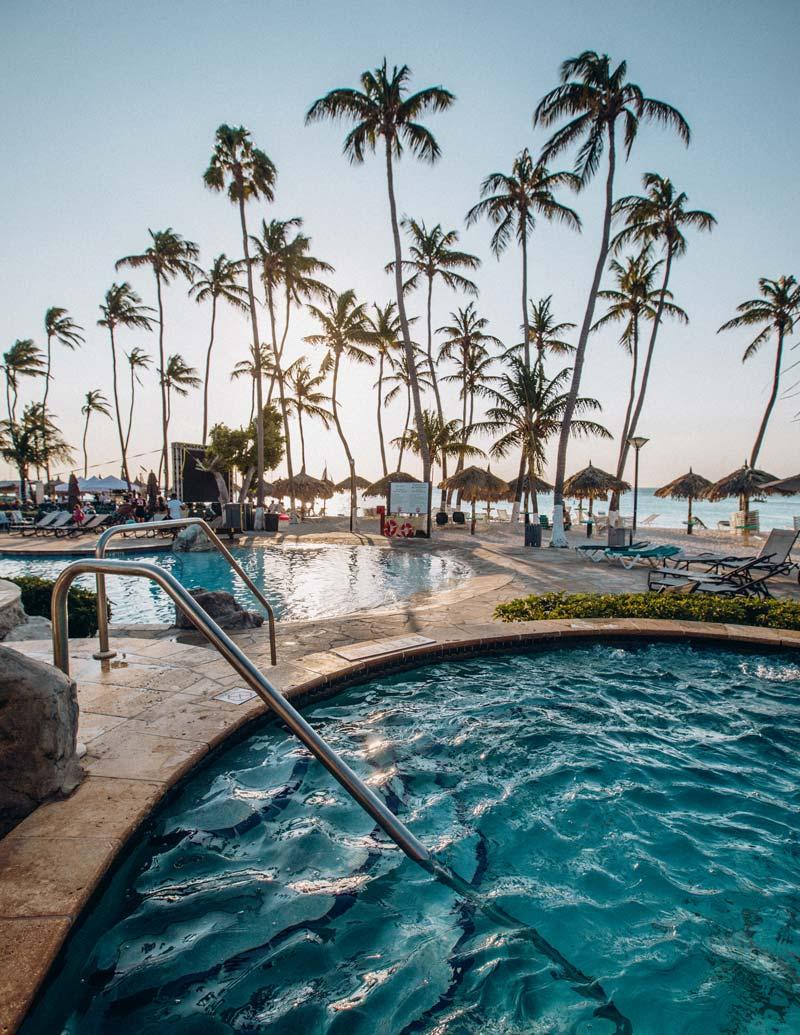 holiday-inn-resort-aruba-jacuzzi