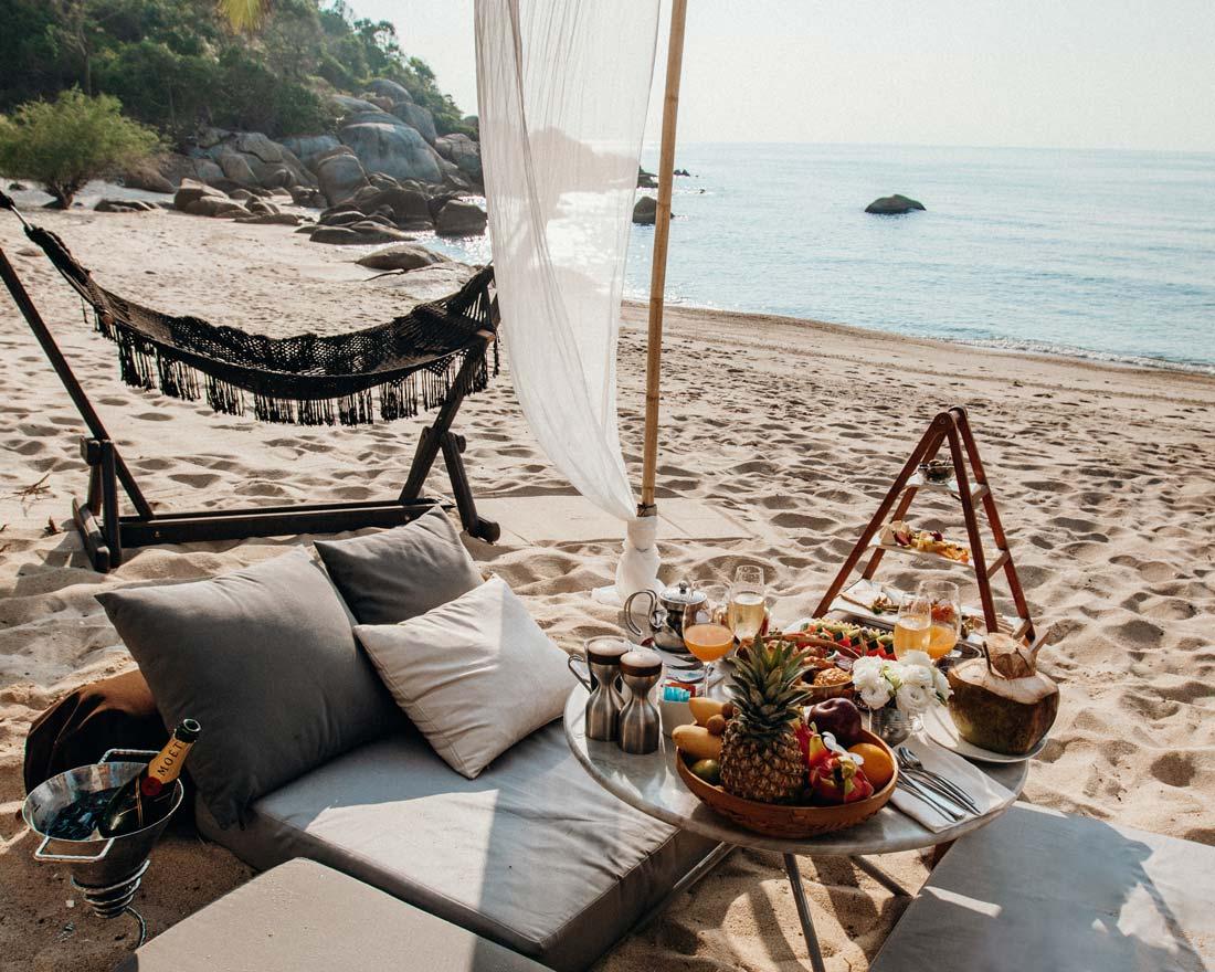 silavadee-resort-beach-champagne-breakfast