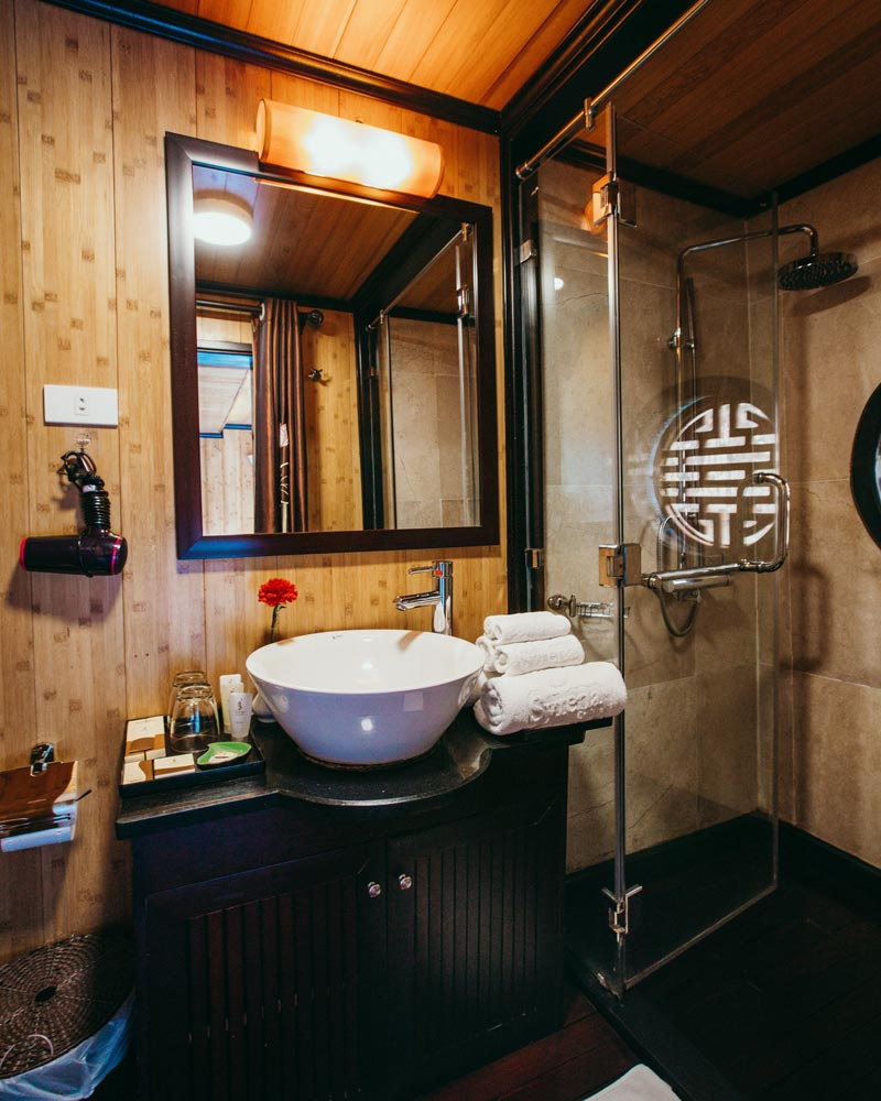 syrena-cruises-cabin-bathroom-ha-long-bay