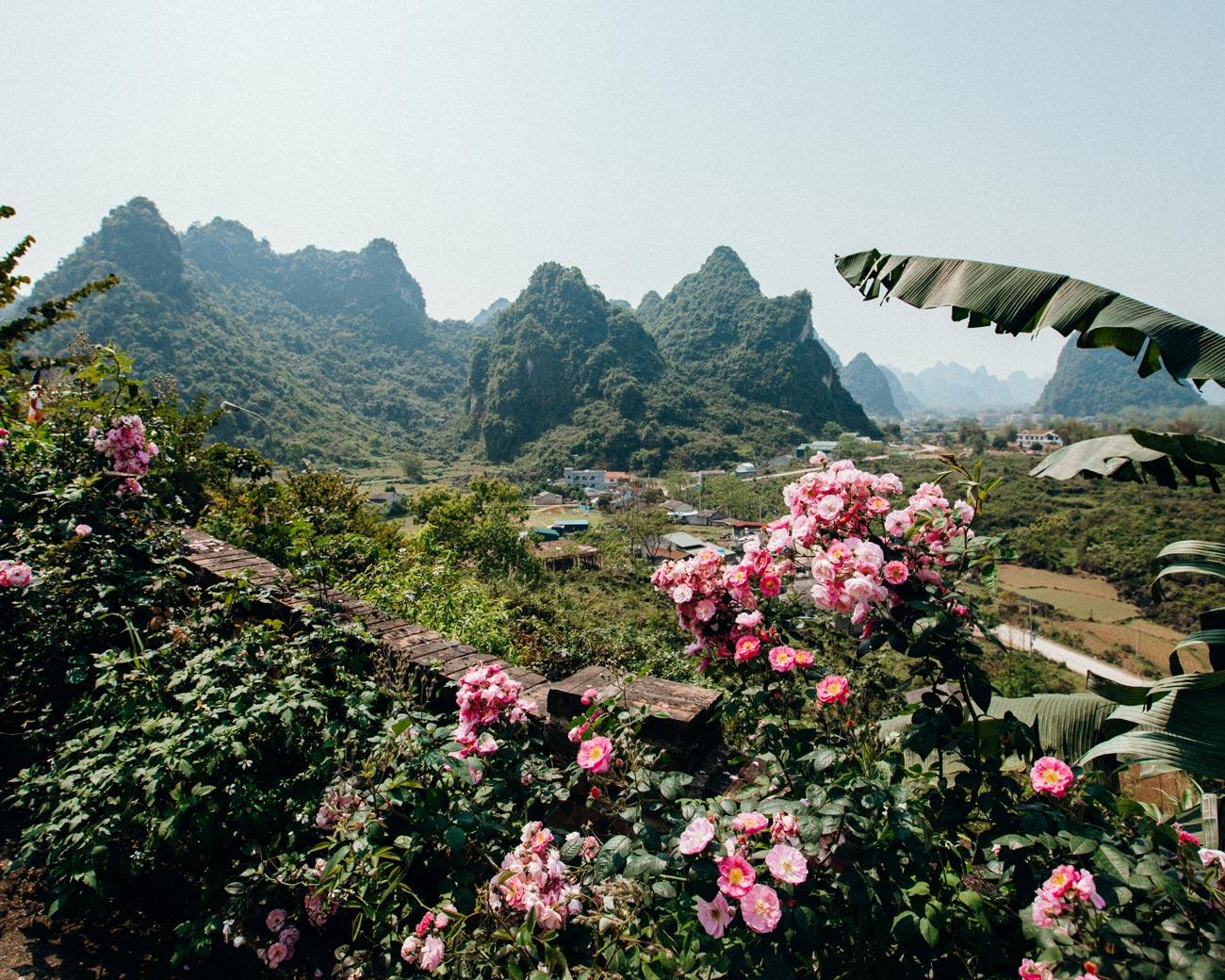 Truc-Lam-Phat-Tich-Pagoda-Pass-vietnam-10-days
