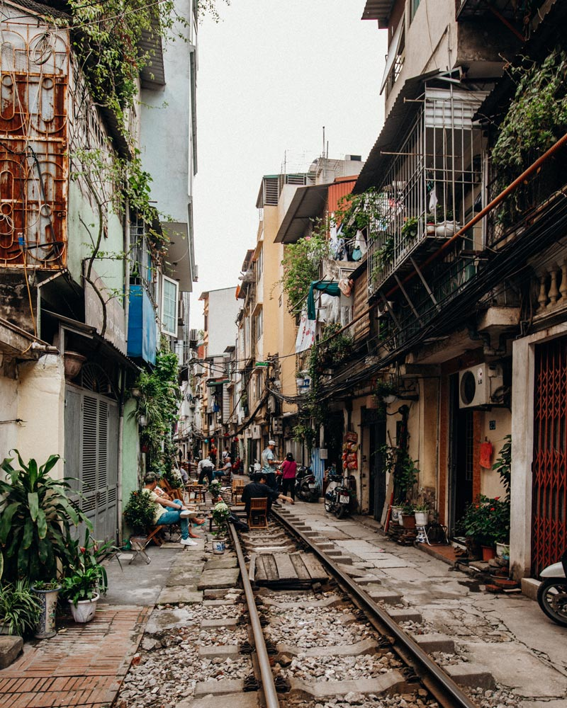 hanoi-train-street