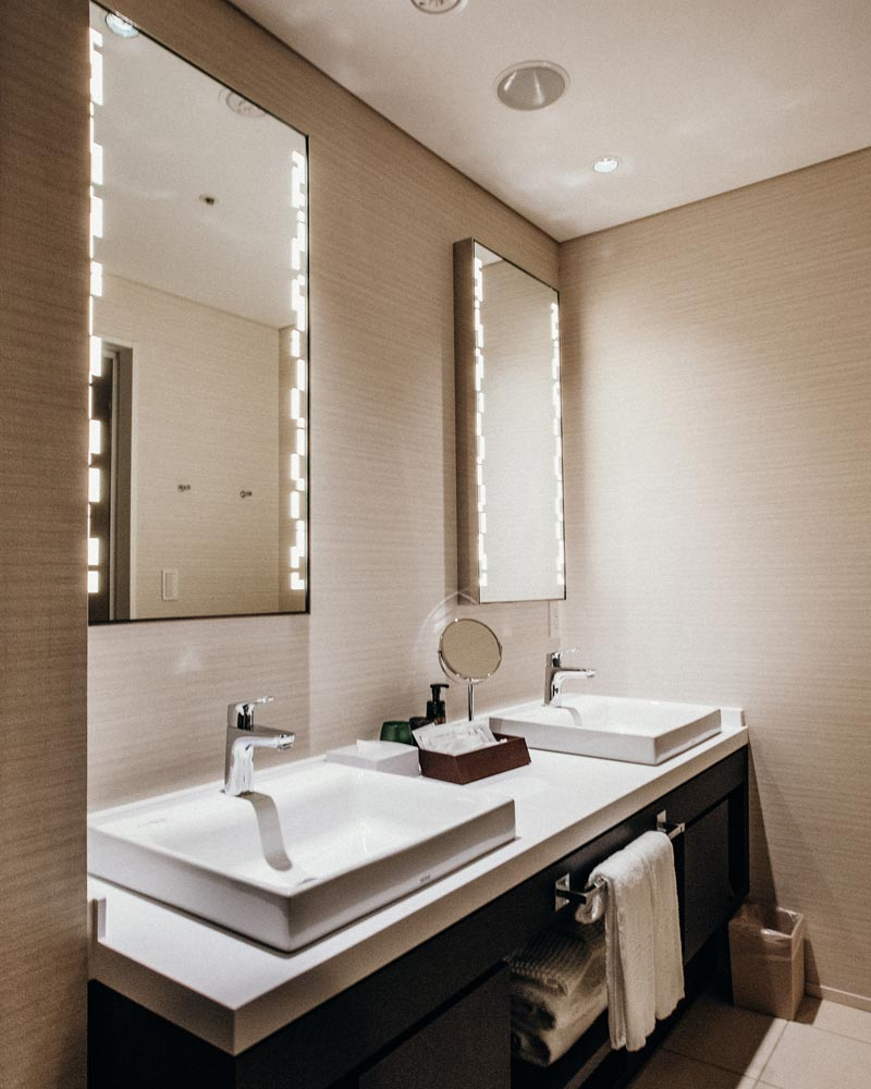 bathroom-mirrors-tokyo-shimbashi