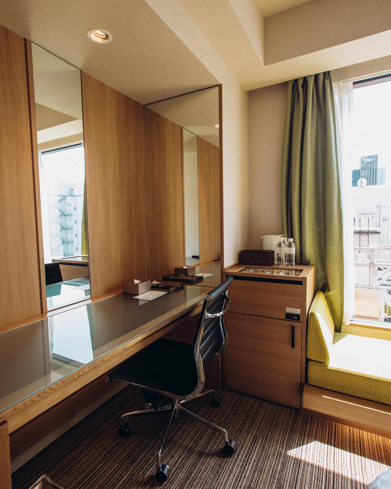 candeo-hotel-shimbashi-desk-work-area