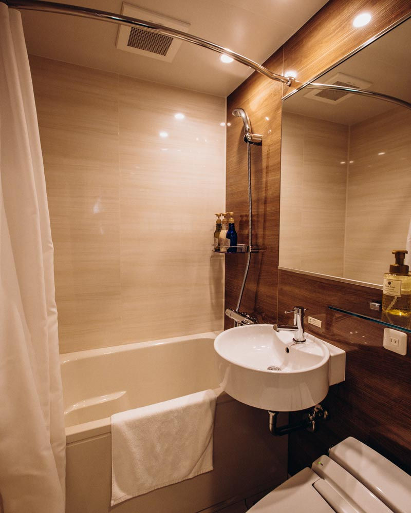 candeo-hotels-tokyo-bathroom
