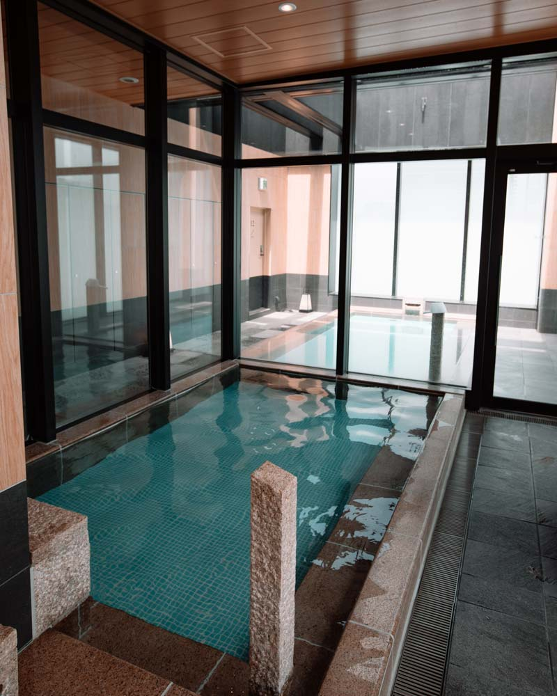 candeo-hotels-tokyo-skyspa-pools