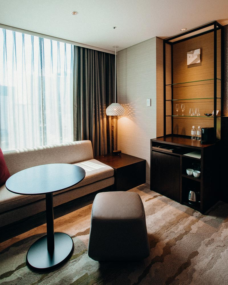 gate-hotel-room-seating-tokyo
