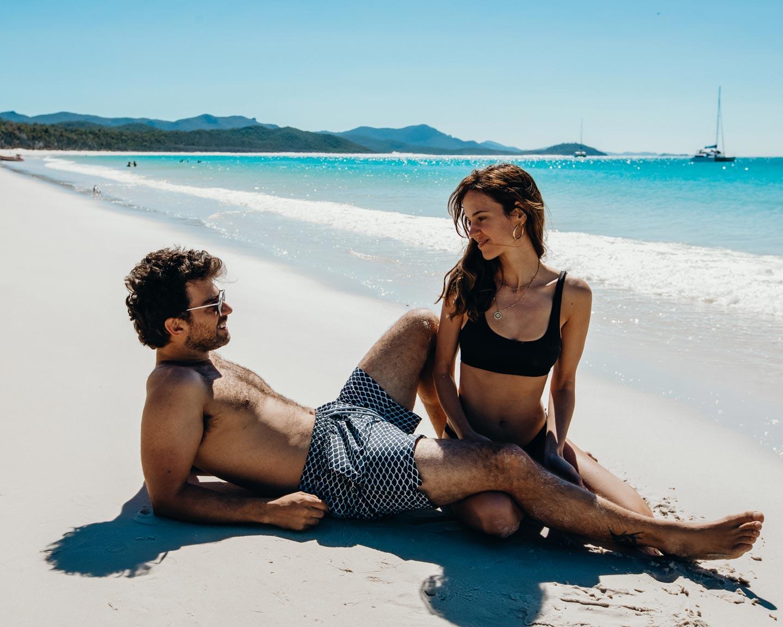 couple-photos-australia-whitehaven-beach-road-trip