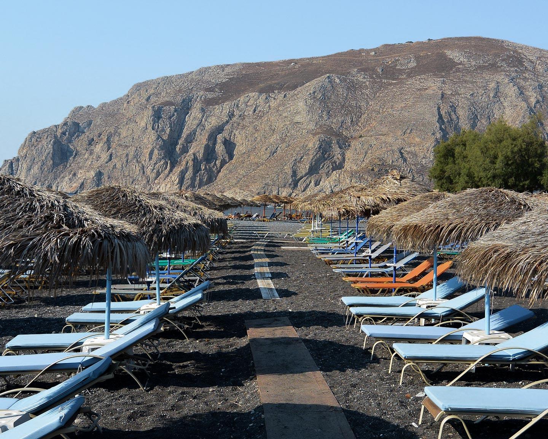 kamari-black-sand-volcanic-beach-santorini
