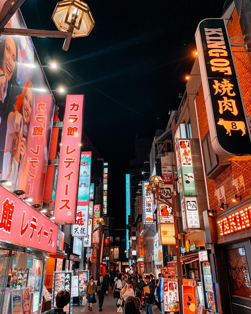 shinjuku-city-lights-at-night-where-to-stay-in-tokyo