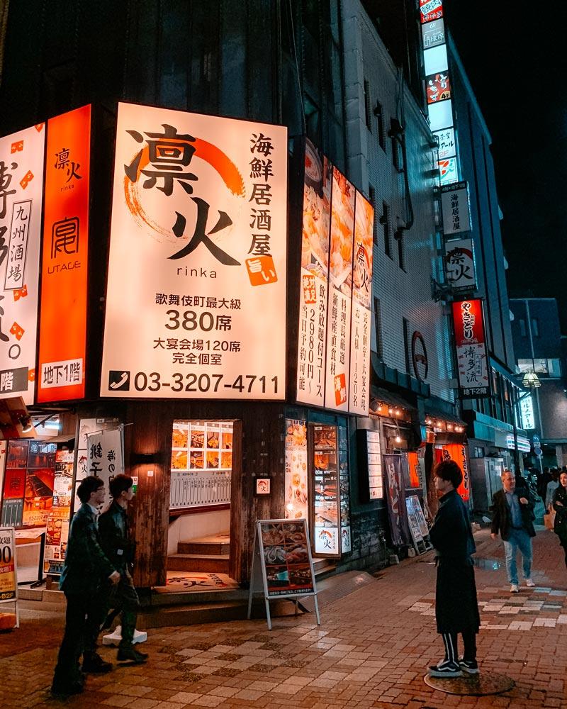 shinjuku-where-to-stay-in-tokyo-city-lights