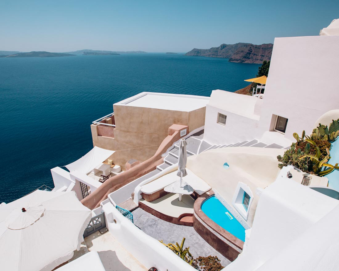where-to-stay-in-santorini-oia