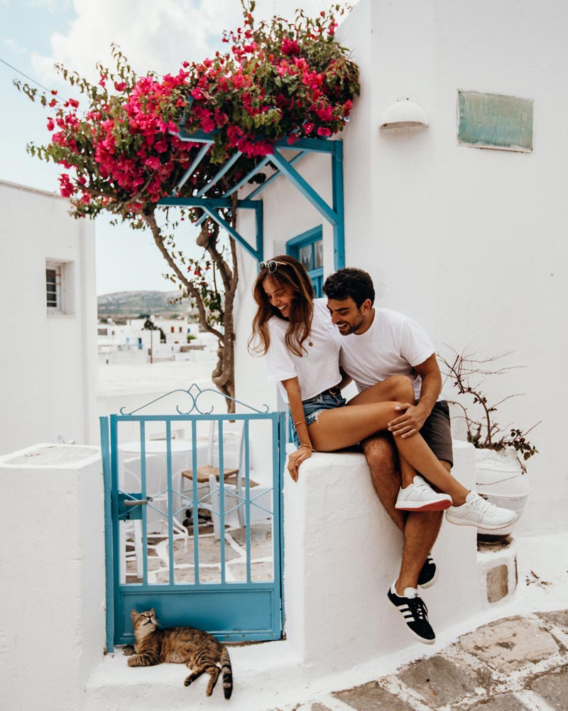 lefkes-greece-couple-photo-pink-flowers