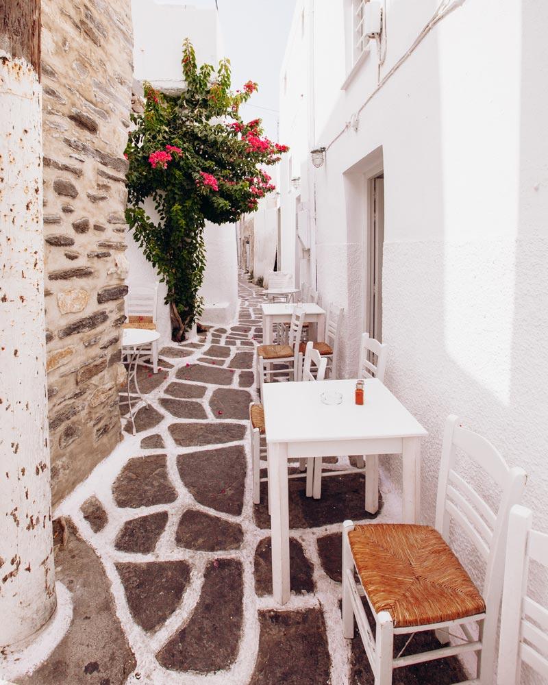 naoussa-paros-street-cafe