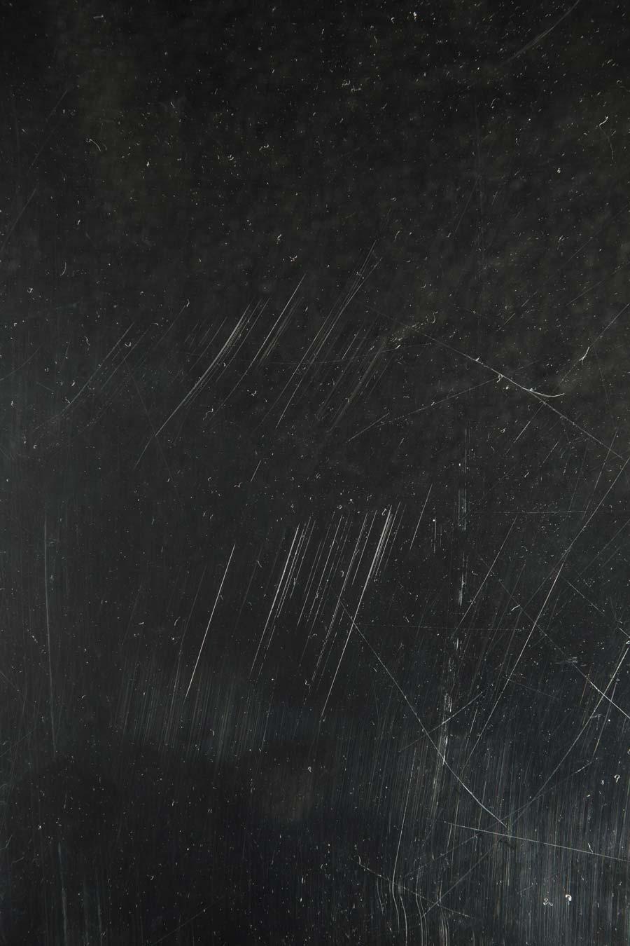 dust-scratch-effect-photoshop-overlay