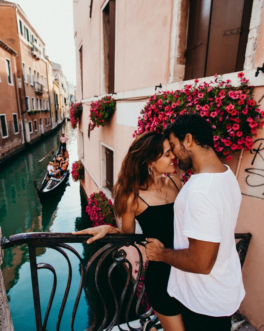 katerina-yinon-venice-italy-romantic-couple