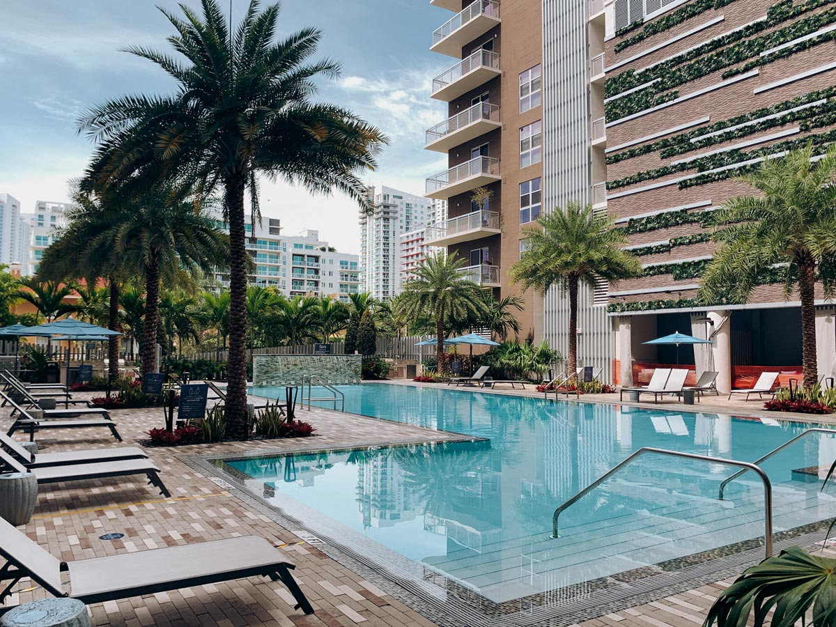 miami-residential-building-outdoor-pool