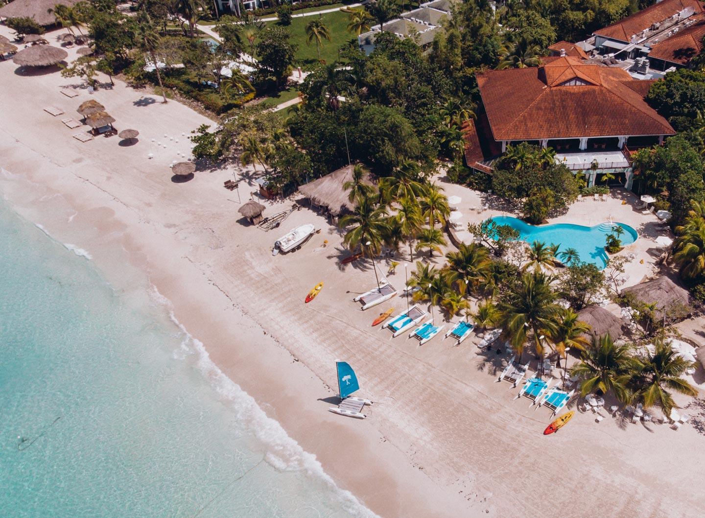 couples-resort-swept-away-seven-mile-beach