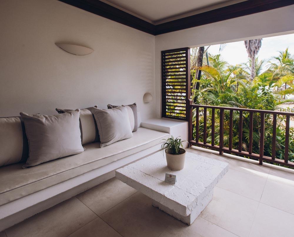 couples-swept-away-beachfront-suite-jamaica