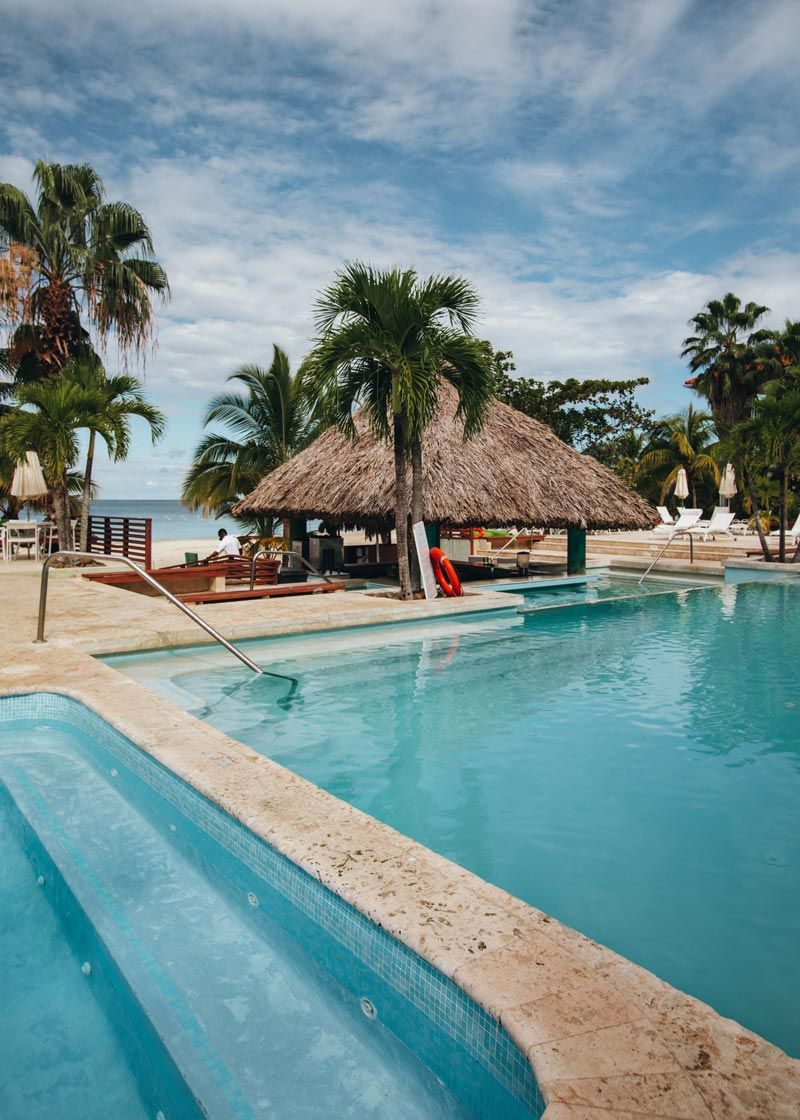 main-pool-couples-swept-away-negril