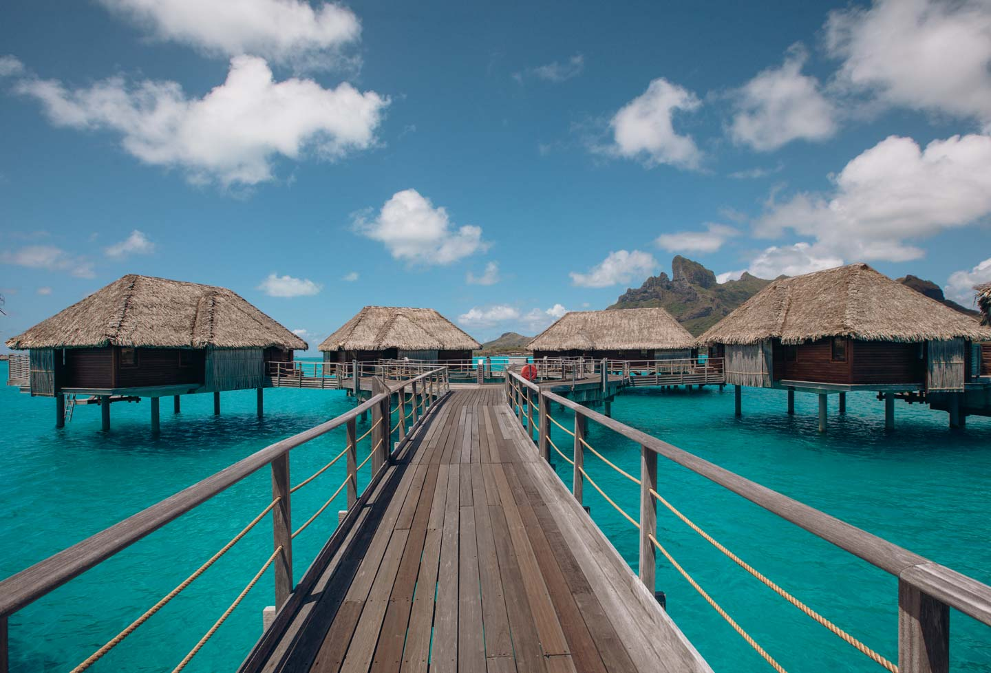 overwater-bungalows-four-seasons-bora-bora