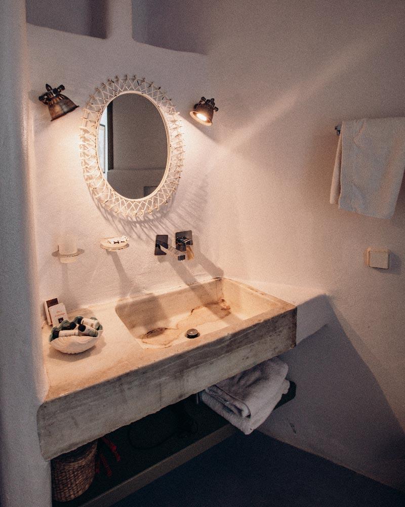 bathroom-aeolis-tinos