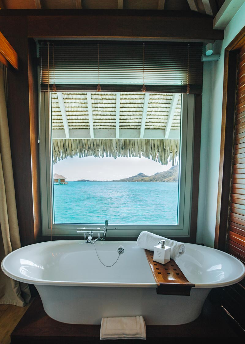bath-tub-view-ocean