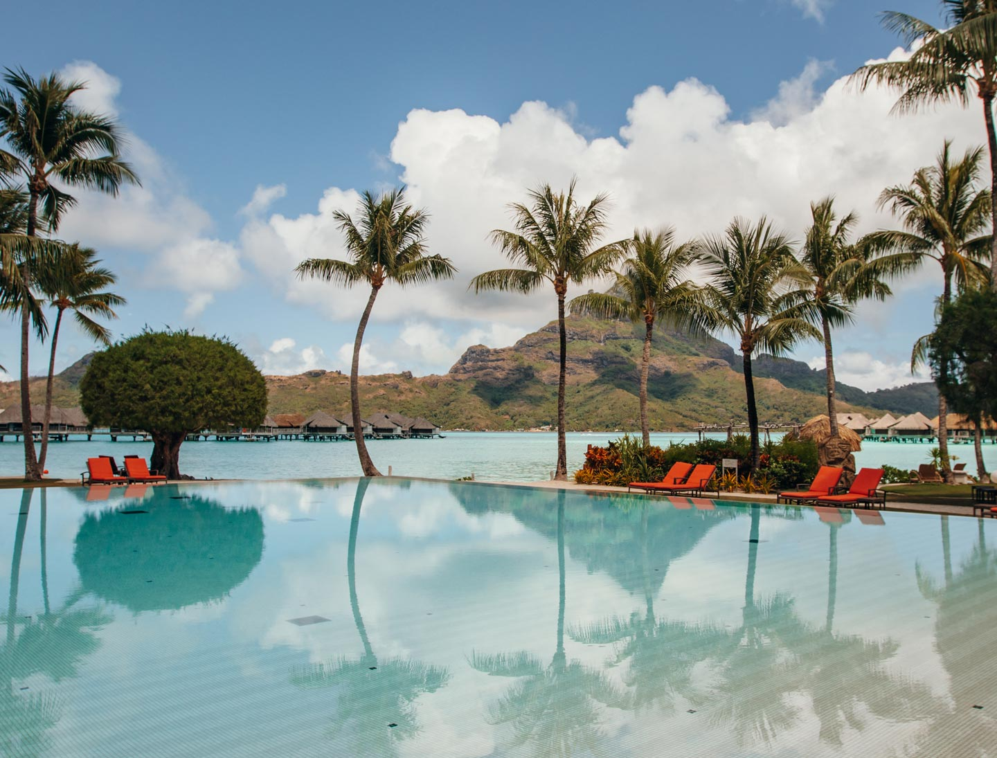 intercontinental-thalasso-bora-bora-main-pool