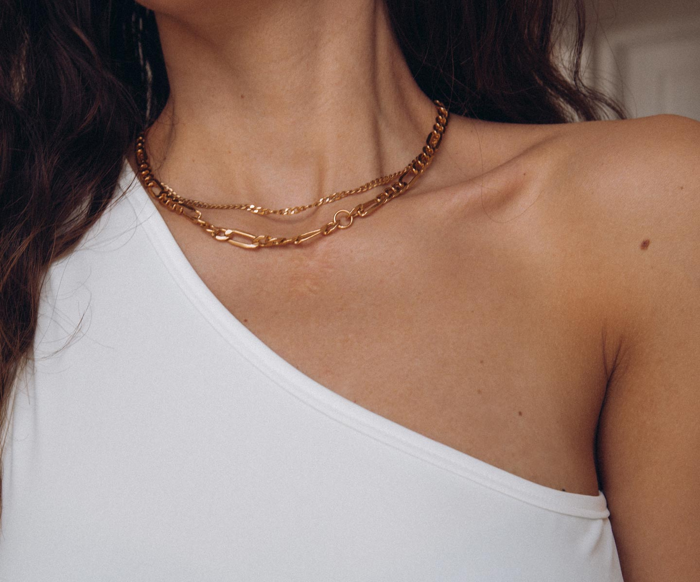 necklace-layering-gold-chains